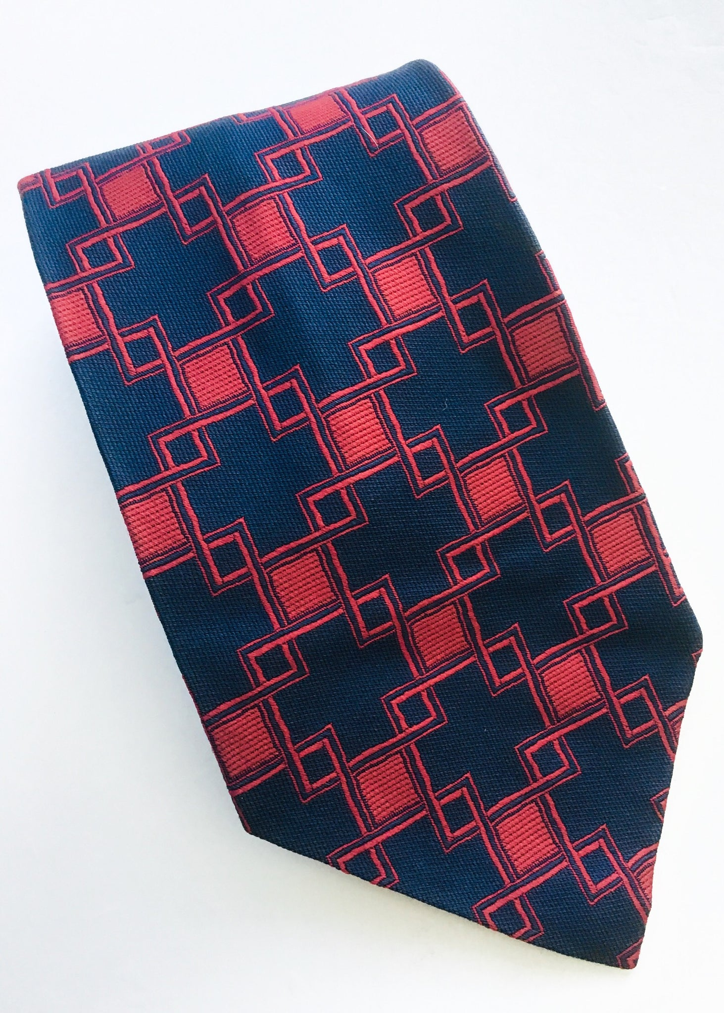 Vintage 70s kipper tie in red and blue cross pattern by don loper