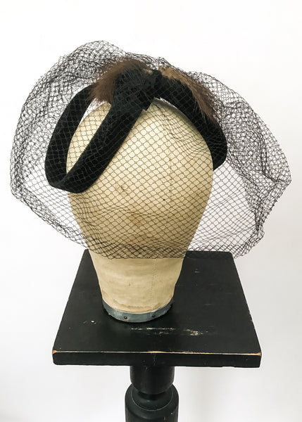Original 50s cocktail fascinator hat with veil, perfect for film and TV costume