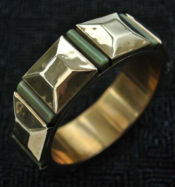 Vintage Deco Style Bangle in Brass and Green Plastic