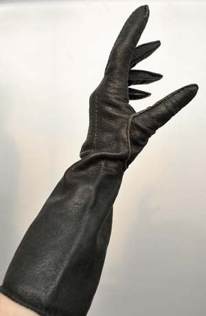 vintage black leather gauntlet gloves