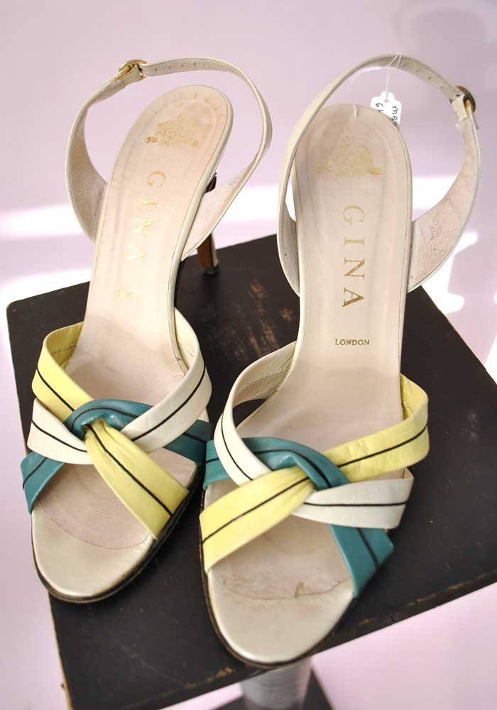 c6f9ad2ca139e 1980s Vintage Strappy Gina Slingback Sandals Shoes • Lime Green Shoes •  size 6.5