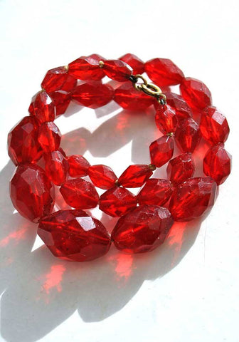 vintage faceted cherry red glass necklace with graduated beads