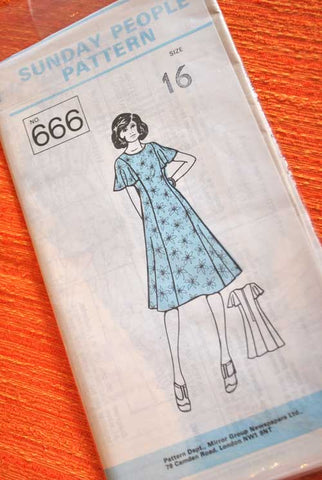 70s Sunday People Dress Pattern 666
