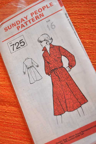 1970s Sunday People Dress Pattern 725
