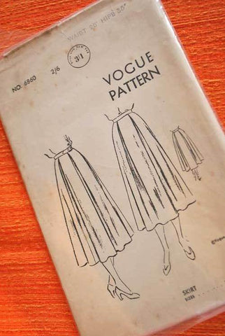 Vintage 1940s Vogue Box-Pleated Skirt dress making pattern