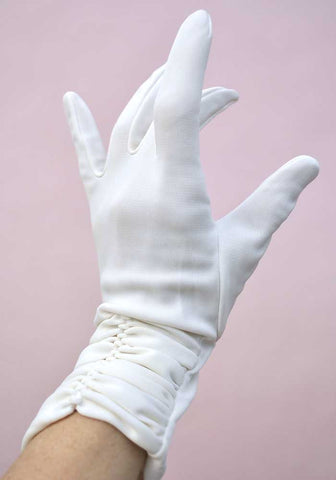 Vintage 60s White Ruched Bracelet Length Gloves • 7 1/2