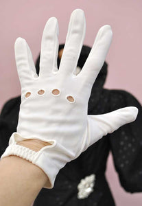 Vintage 60s White Wrist Length Driving Gloves with Knuckle Holes • 7