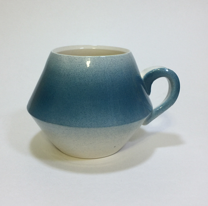 WHITE EARTH HANDLED CUP
