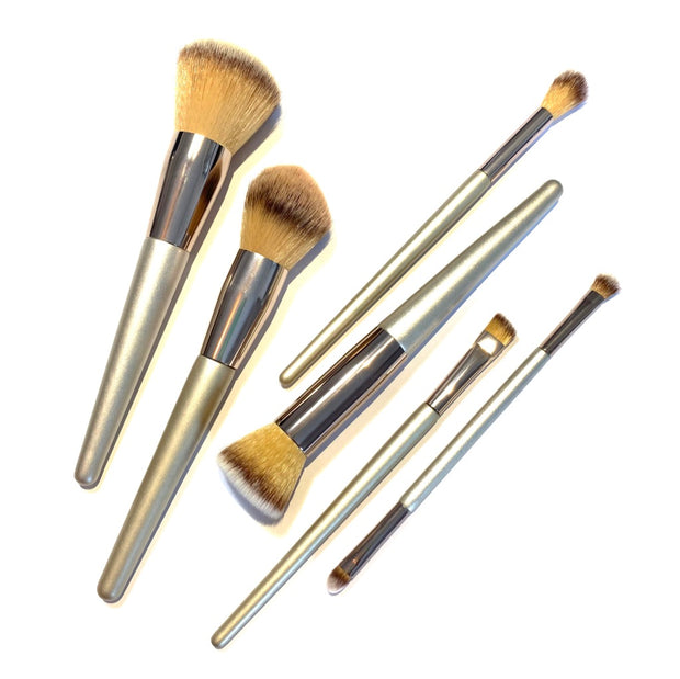 SIMPLE EYESHADOW BRUSH & HIGHLIGHT