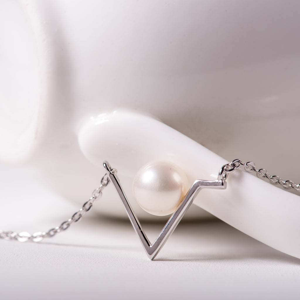 Asymmetric V pendant necklace