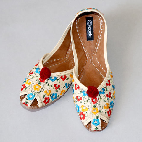 Foot Wear,Fabulous For Feet Jutti with cute thread flowers - Cippele Multi Store