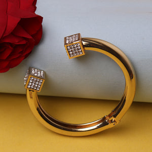 Hand Cuff,Golden Bold Beauty Handcuff - Cippele Multi Store