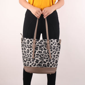 Tote Bag,The Wild Foot Steps Tote Bag - Cippele Multi Store