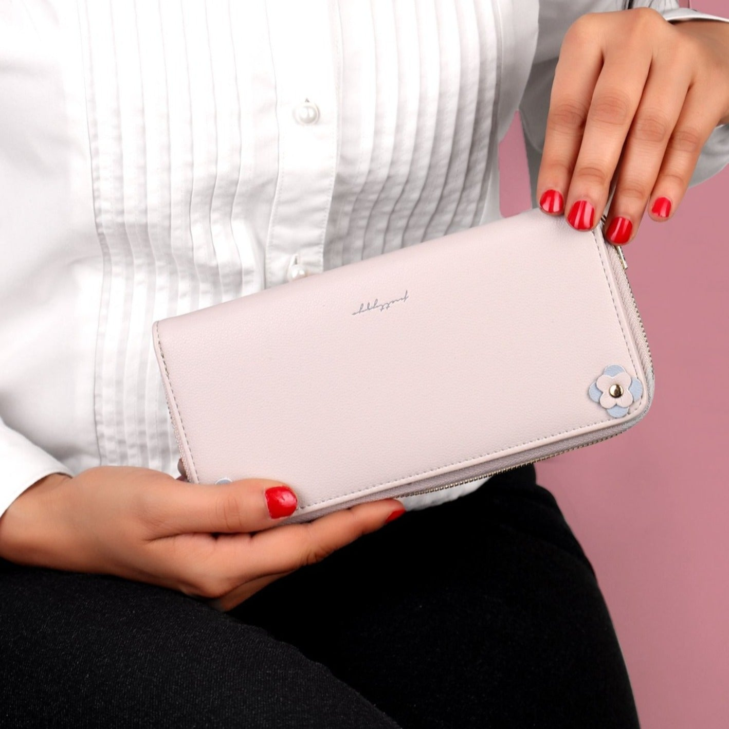 The Exquisite Signature Wallet in Grey Tone