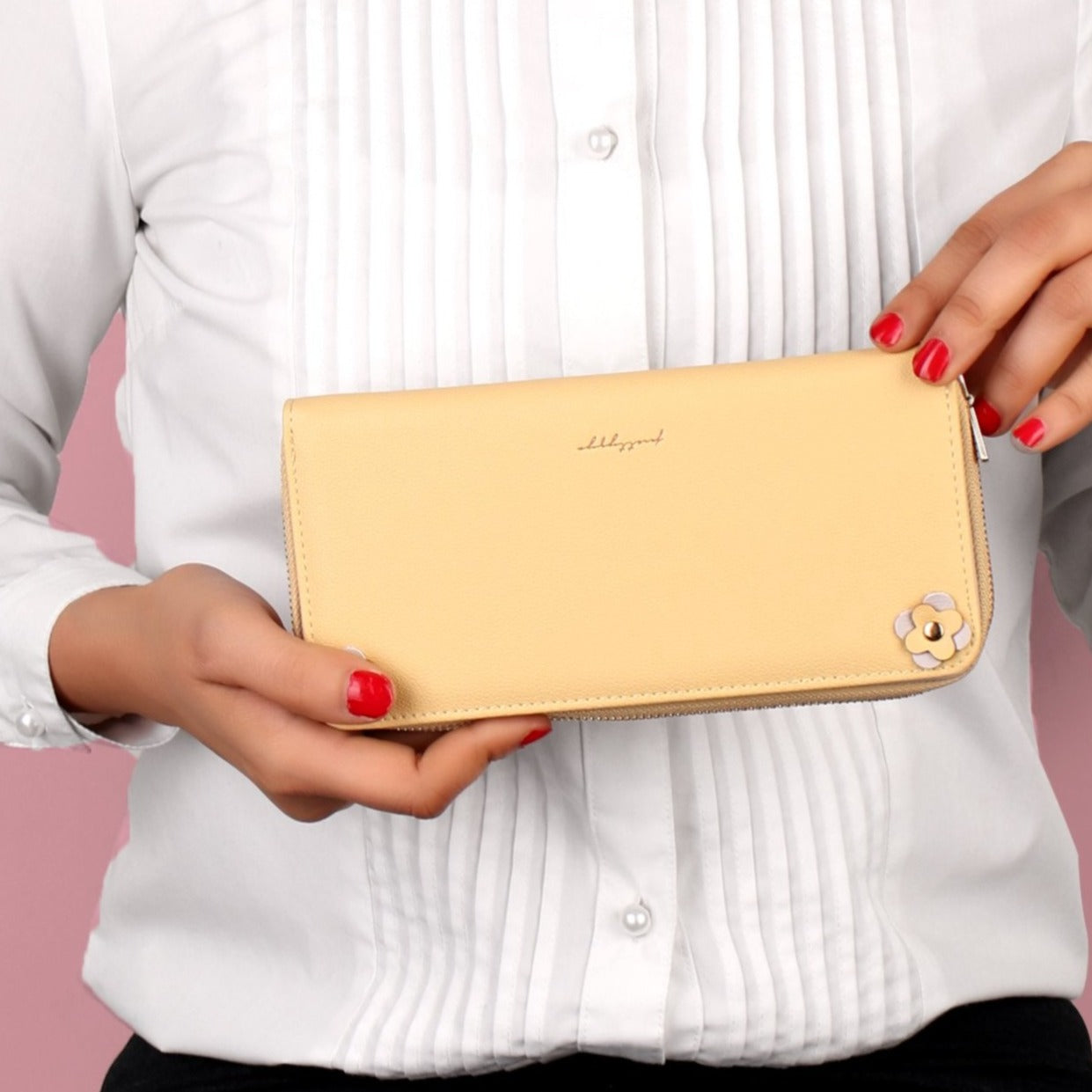 The Exquisite Signature Wallet in Pale Tone