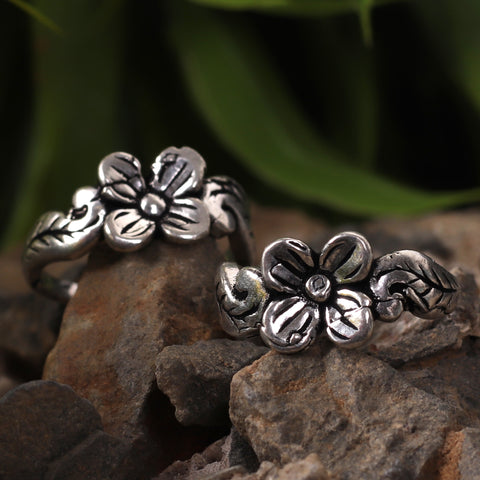 Flower Oxidized Silver Toe Rings (Set of 2)