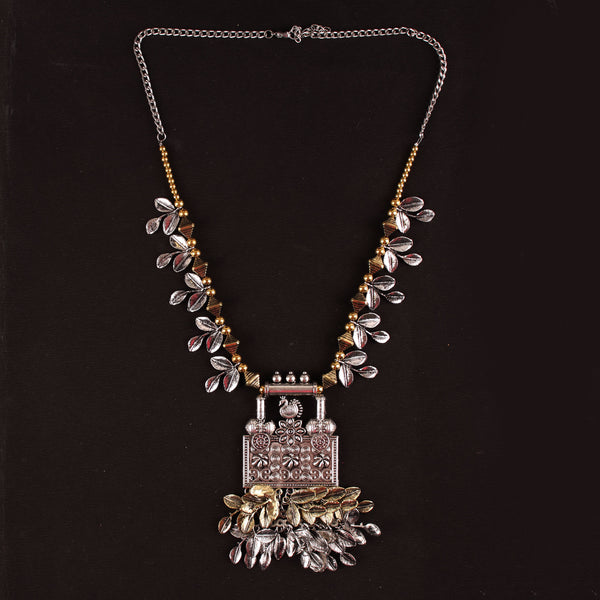 The Vintage Leafy Necklace in Dual Tone