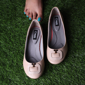 Foot Wear,Golden U Flats in Cream - Cippele Multi Store