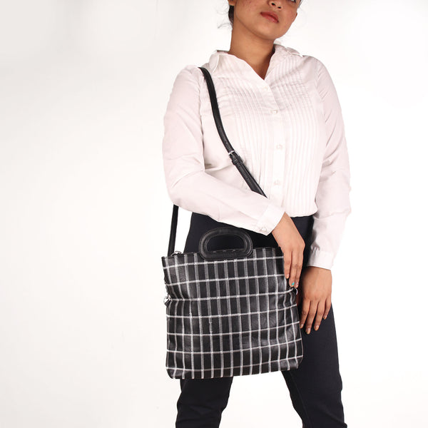 The seamless Classical checkered Mix Bag in Black