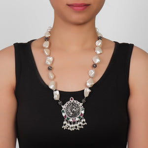 Necklace,Elegant Pearl Necklace with mysterious bird pendant - Cippele Multi Store