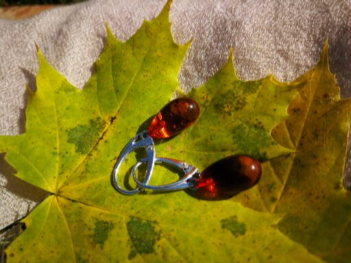 Natural amber olive earrings, cherry amber , dangle silver  amber earrings, ambre baltique, ambra baltica, bernstein, lithuanian amber, 琥珀
