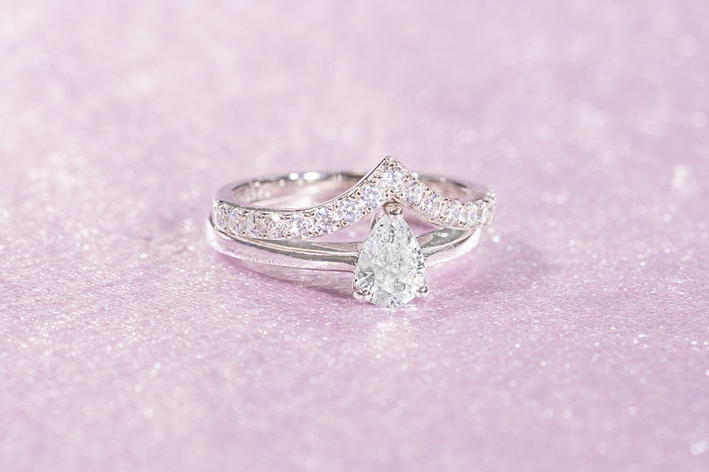pear shaped engagement ring and wedding band