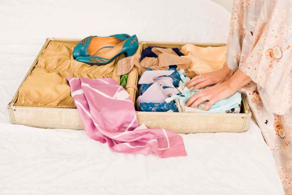 check packing morning of your wedding checklist bride planning what to do advice tips tricks