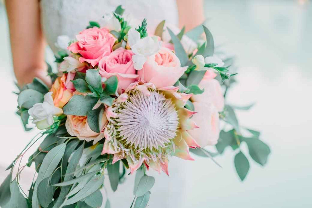 courthouse wedding bouquet vibrant beautiful flowers advice tips tricks