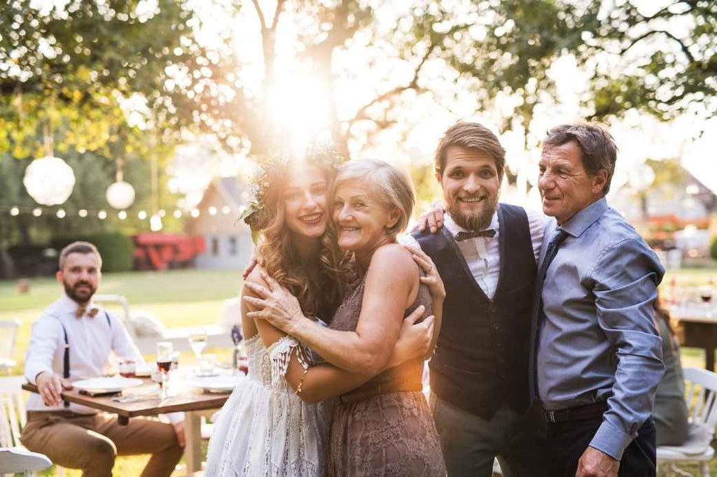 hug your parents morning of your wedding checklist bride planning what to do advice tips tricks