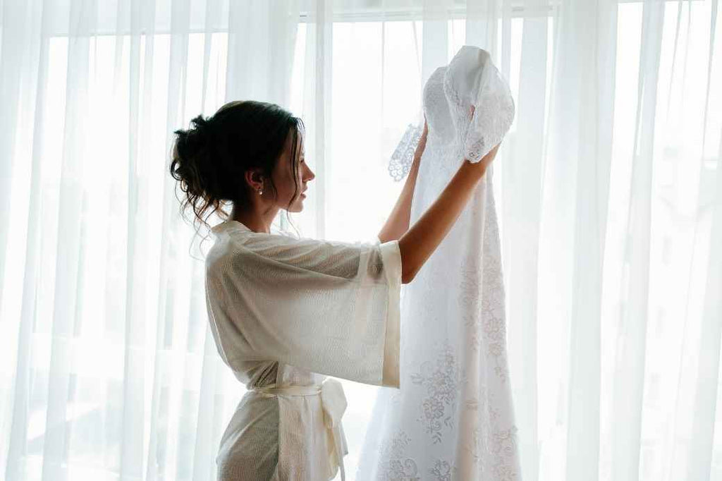 savor the moment morning of your wedding checklist bride planning what to do advice tips tricks