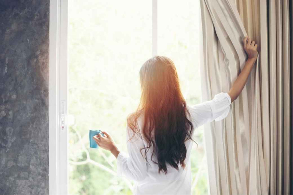 wake up slowly relax morning of your wedding checklist bride planning what to do advice tips tricks
