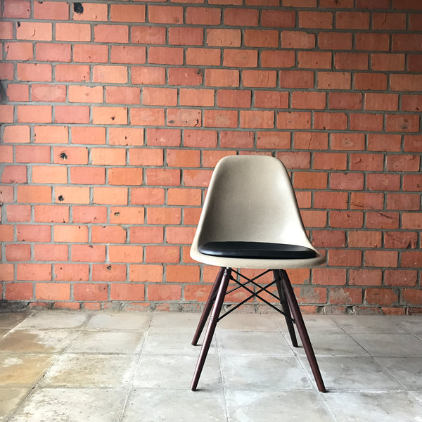 Eames side chair DSW by Herman Miller - Parchment
