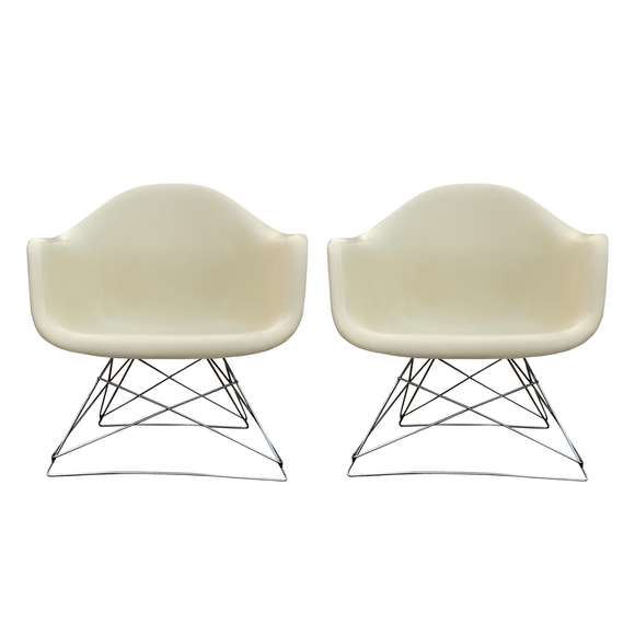Eames LAR armchair // original cats cradle base