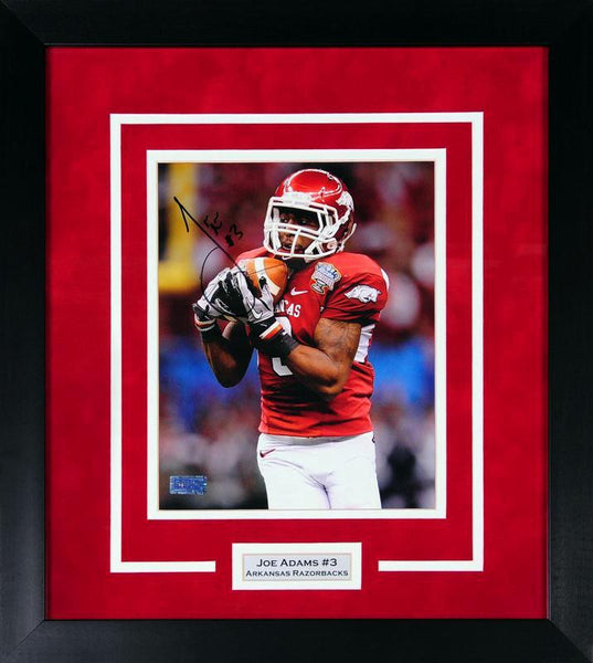 Joe Adams Autographed Arkansas Razorbacks 8x10 Framed Photograph