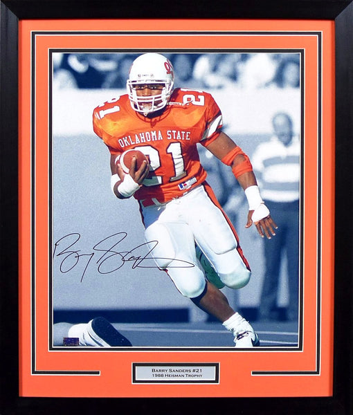 Barry Sanders Autographed Oklahoma State Cowboys 16x20 Framed Photograph (Spotlight)