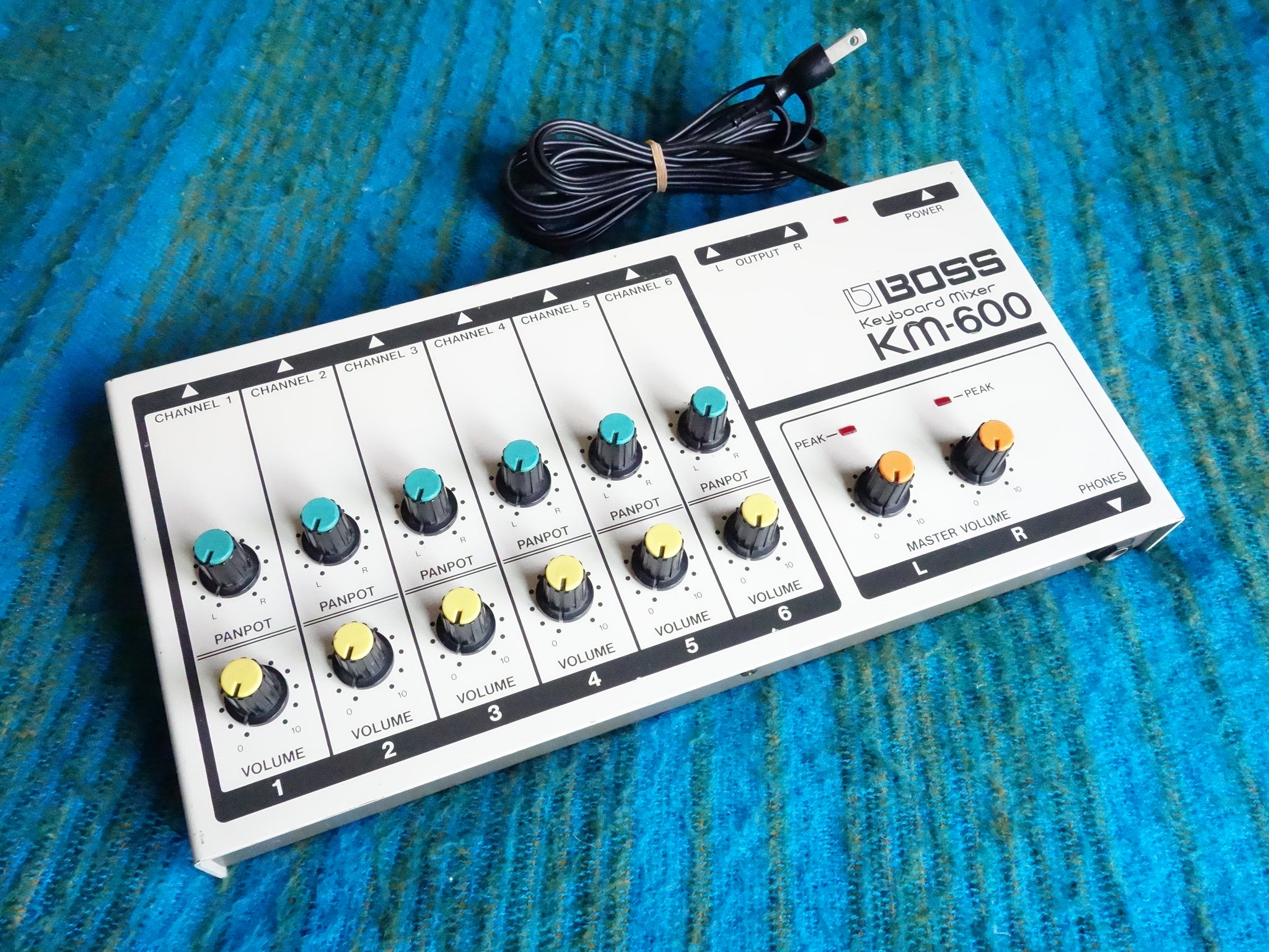 Boss KM-600 Keyboard Mixer - 6 Channel Vintage Mixer - Worldwide Shipping - E330