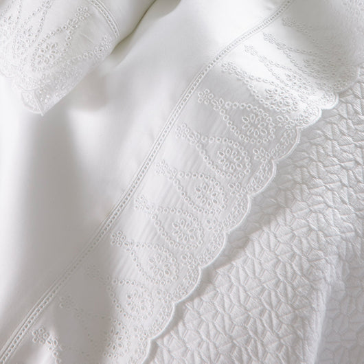 Honeycomb pattern white cotton blanket