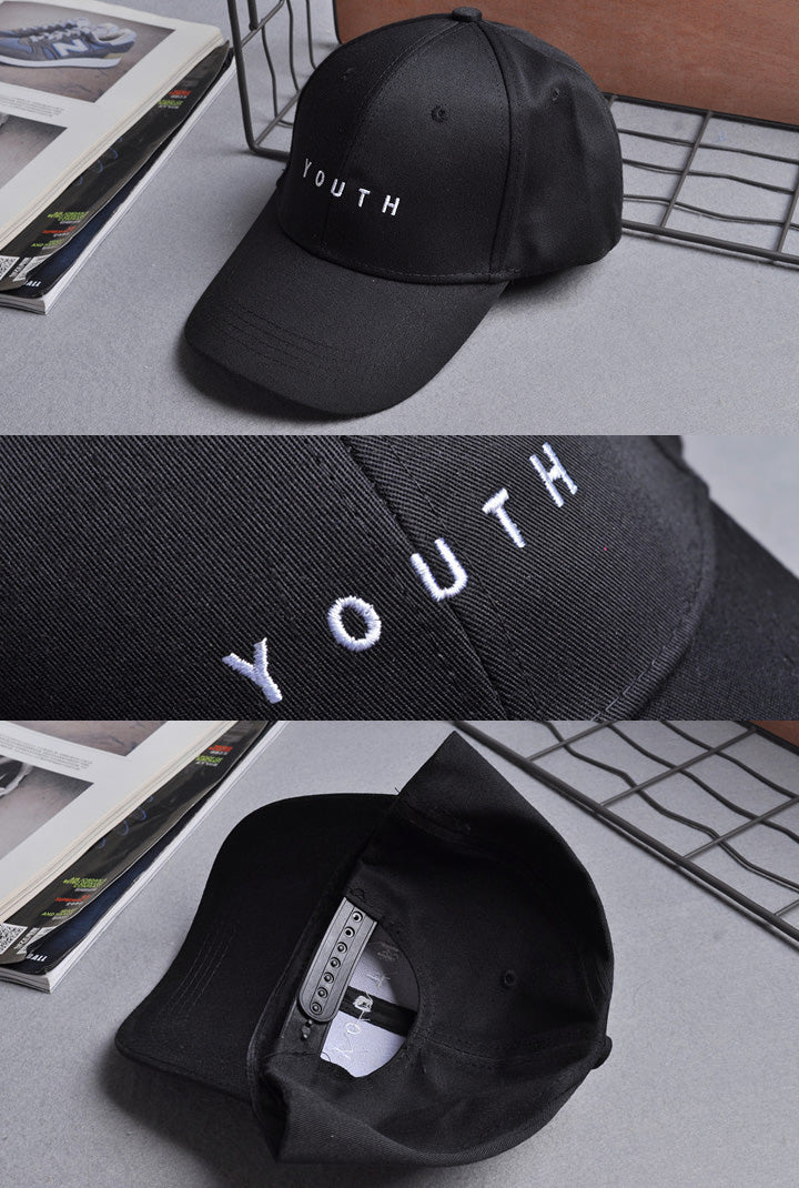 gorra negra unisex con letras bordadas youth o juventud, disponible en liz nation web