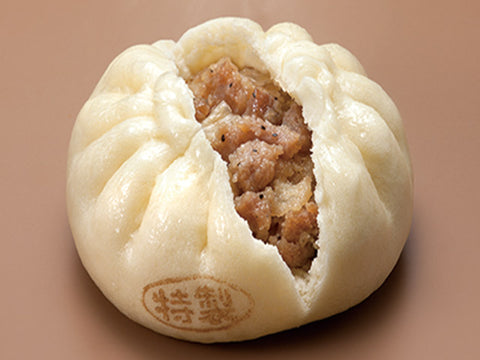 Nikuman (steamed bun) at Japanese convenience store - Tokyo Direct