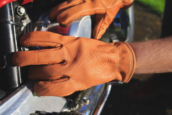 "Camel ""Road Roamer"" Gloves † Throttlesnake Embossment"