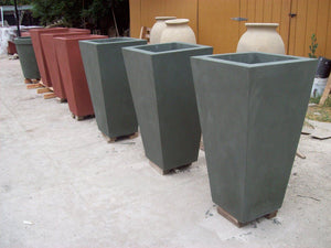 The Timely Planter Contemporary / Modern planters Concrete Creations