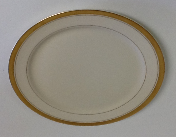 Pickard Palace Ivory & Gold Dinner Plate