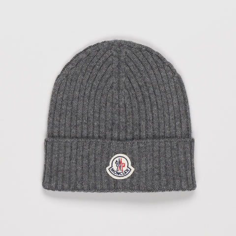 MONCLER RIBBED-KNIT BEANIE HAT GREY