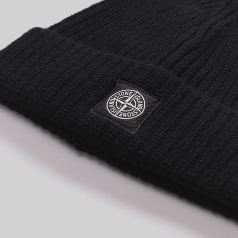 STONE ISLAND RIBBED-KNIT WOOL BEANIE HAT BLACK