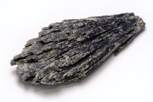 Black Kyanite: How To Harness Its Energy To Ground and Protect You