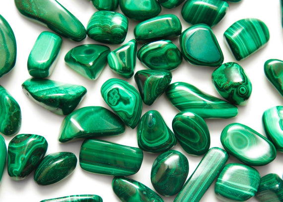 Malachite Stone: Healing Properties & Everyday Uses