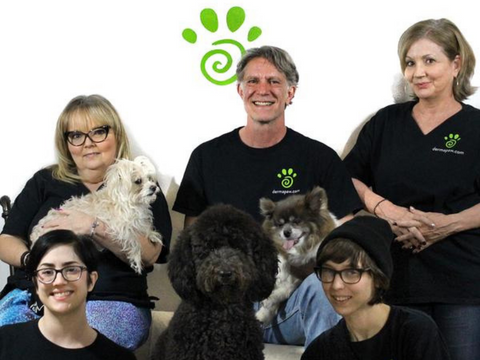 The Dermapaw family, 5 people and 3 dogs