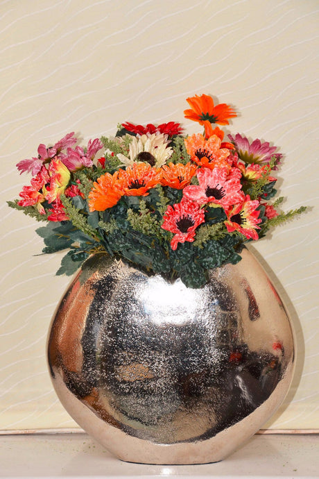 Rubus - Modern Vase - Curved with Shredded Edge | Unique designed present, elegant gift for home