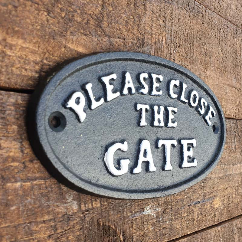 Please Close The Gate Sign - Simply Roka
