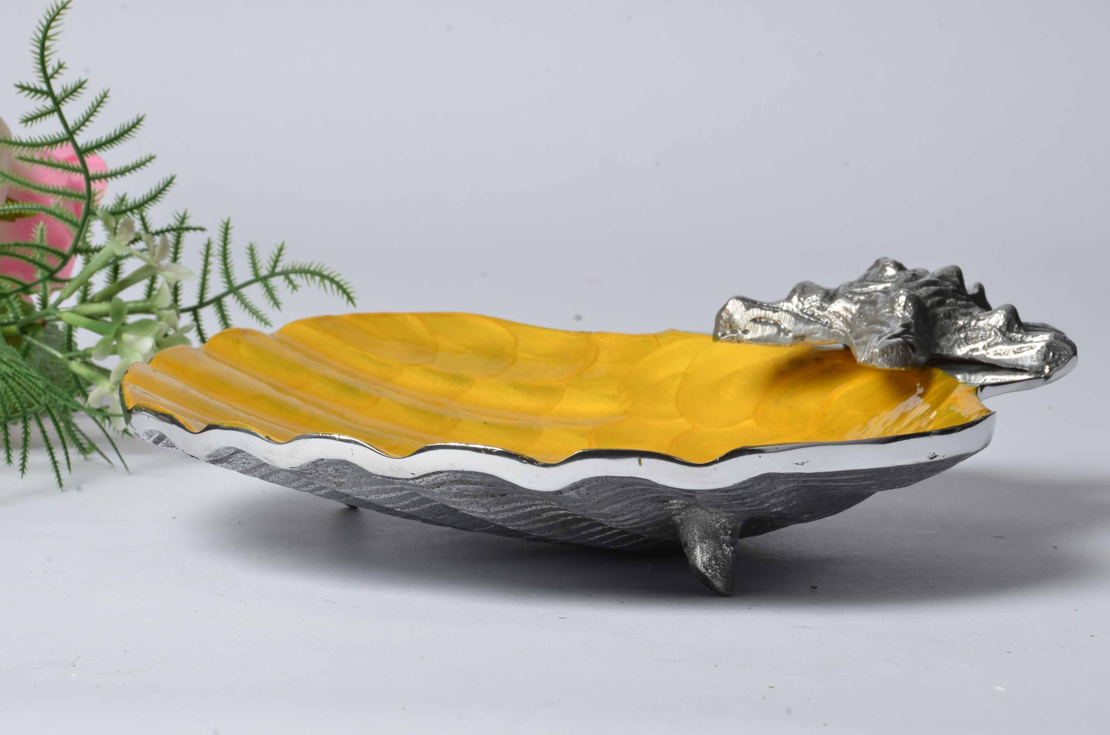 Amalfi - Scalloped Enamelled Server - Scallop Shell and Starfish Simply Roka